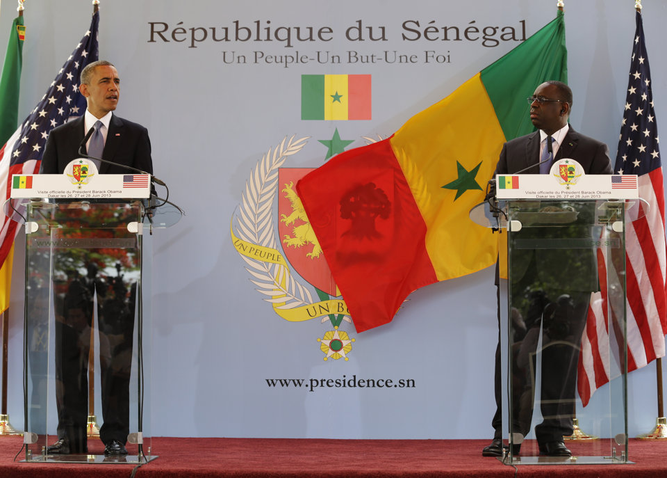 Barack Obama of the United States (left) and Macky Sall of Senegal. (Photo courtesy of Yahoo.com)