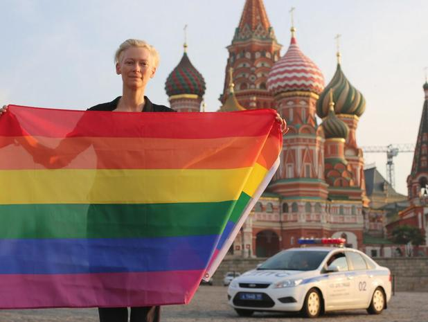 Actress Tilda Swinton unfurled a rainbow flag in Moscow. (Photo via Twitter)