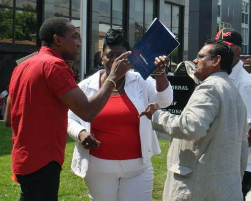 Trinidadian journalist (right) gets a lesson from  Maurice Tomlinson (left) during the Stand for Liberty on Aug. 28, 2015. (Photo courtesy of Maurice Tomlinson)