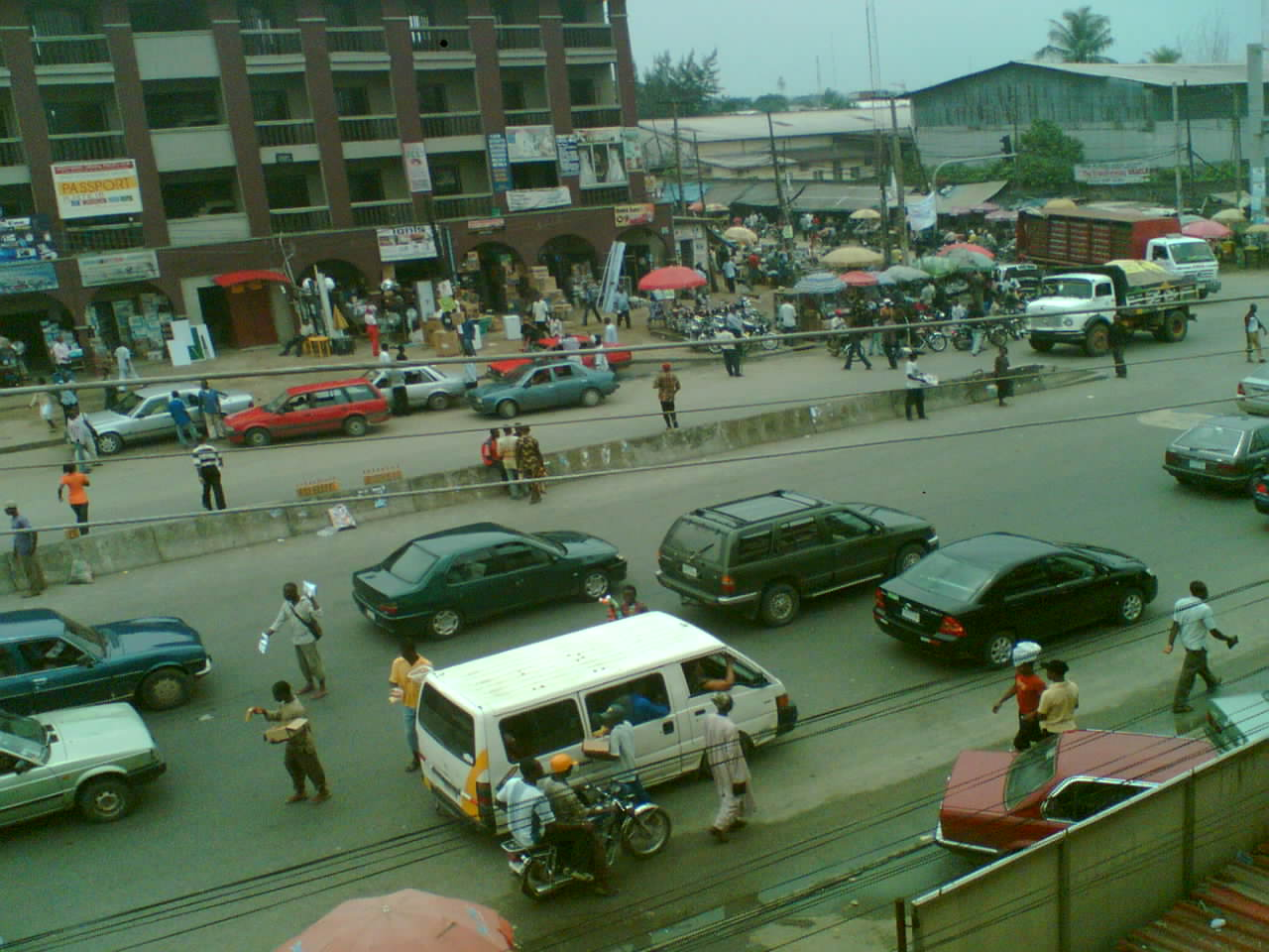 Port Harcourt street scene (Photo by Utibe4you via Wikimedia Commons)