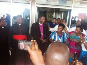Archbishop Stanley Ntagali speaks supporters outside the Entebbe Airport. (Photo courtesy of the Church of Uganda)