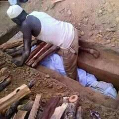 Muhadh Ishmael was wrapped in sheet and then buried. (Photo by Joseph Odero)