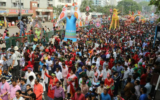 The streets overflowed with marchers in this year's Mongol Shobhajatra procession in Dhaka. (Photo by Zahidul Karim courtesy of Prothom-Alo.com)