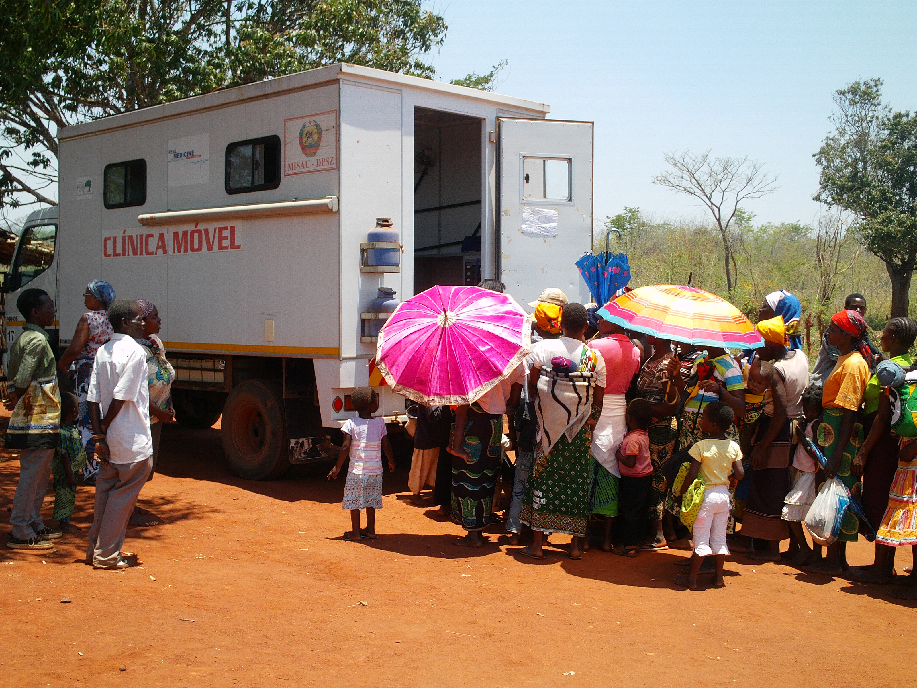 Mobile clinic in Mozambique (Photo courtesy of RealMedicineFoundation.org)