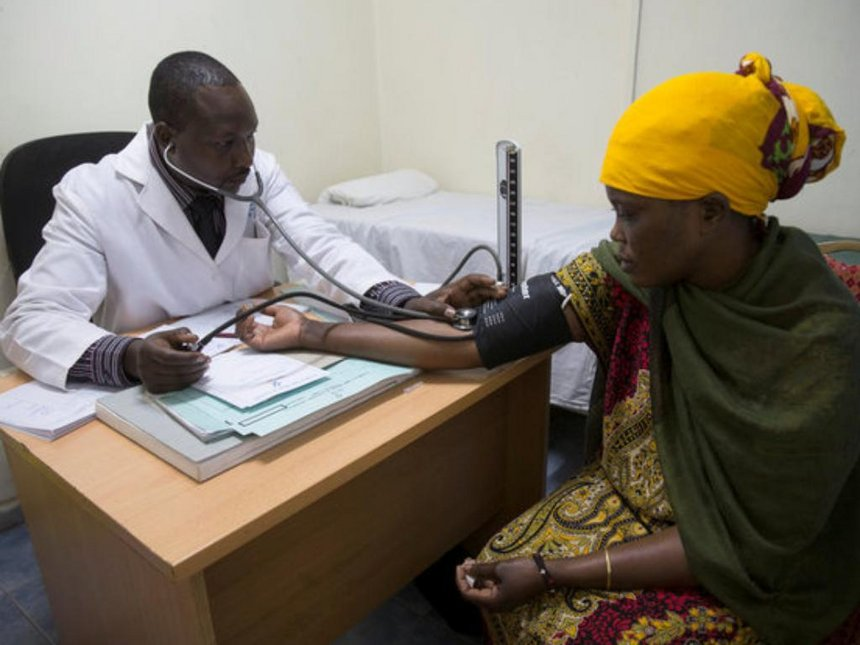 A doctor at Family Health Options Kenya serves a patient. (Photo courtesy of The Star)