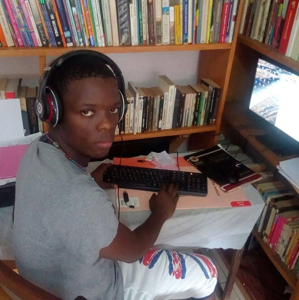 An old photo of Meyo Bilounga Audrey from Facebook.