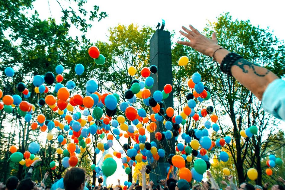 Colored balloons symbolized hopes for freedom during Coming Out's rally on May 17. The black balloons were in memory of the victims of LGBT genocide in Chechnya. (Photo courtesy of Coming Out)