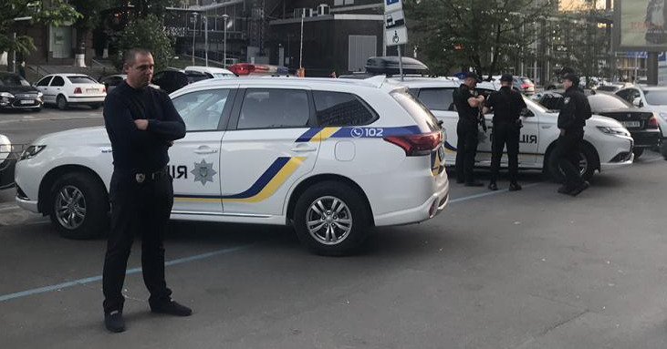 Kiev police did not act to protect LGBTI rights advocates on May 10, 2018. Instead, they waited outside the venue where an Amnesty International event was disrupted by members of radical groups. (Tanya Cooper photo courtesy of Human Rights Watch)
