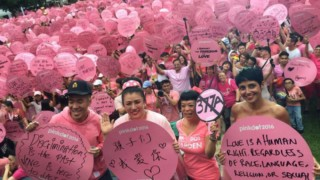 As many as 20,000 people gather in Singapore for the Pink Dot festival, which seeks recognition of the human rights of LGBTI people. (Photo courtesy of Yahoo)