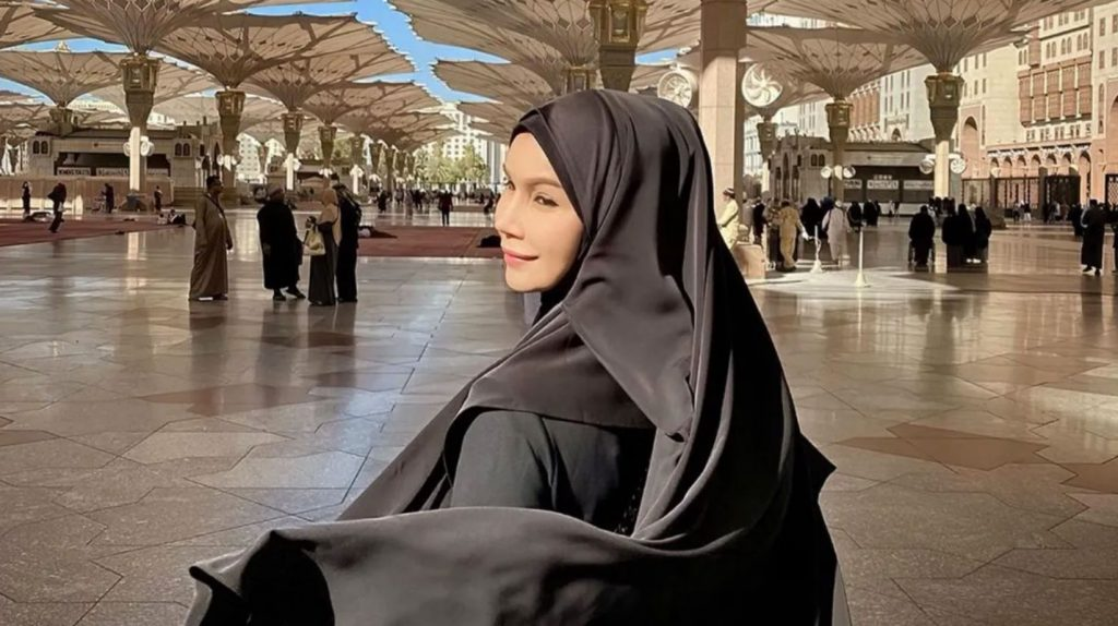 """Malaysian trans activist Nur Sajat was charged with """"insulting Islam"""" because she wore her abaya at a charity event she organized for an Islamic school. (Photo courtesy of Instagram)"""