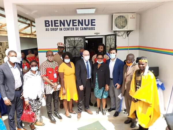 Isi Yanouka, the Israeli ambassador to Cameroon, visits the Camfaids drop-in center.