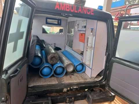 <strong>An ambulance stockpiles oxygen cylinders for patients in Covid-19 intensive care beds. Uganda is currently experiencing a shortage of medical oxygen supplies. (Photo courtesy of Kakensa Media)</strong>